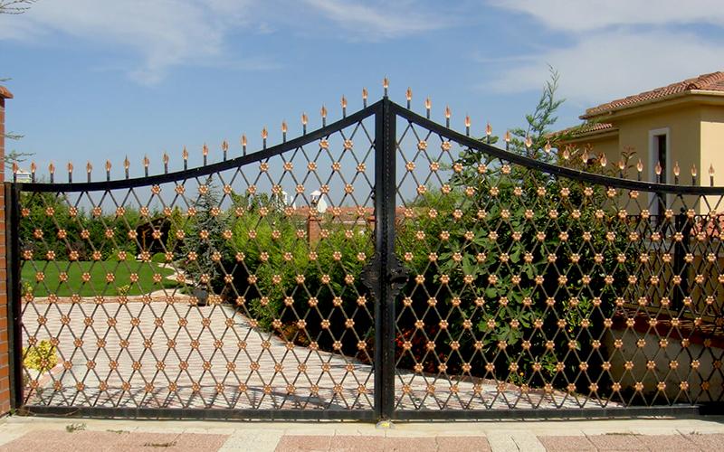 Kanatlı Kapı